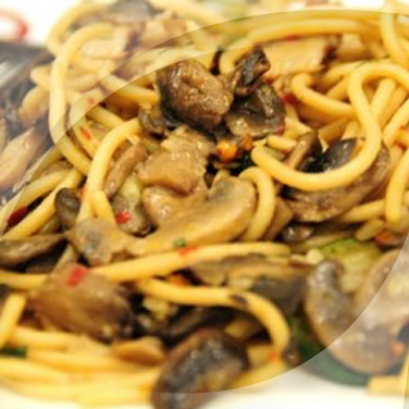 Spaghetti with Button Mushrooms and Olives